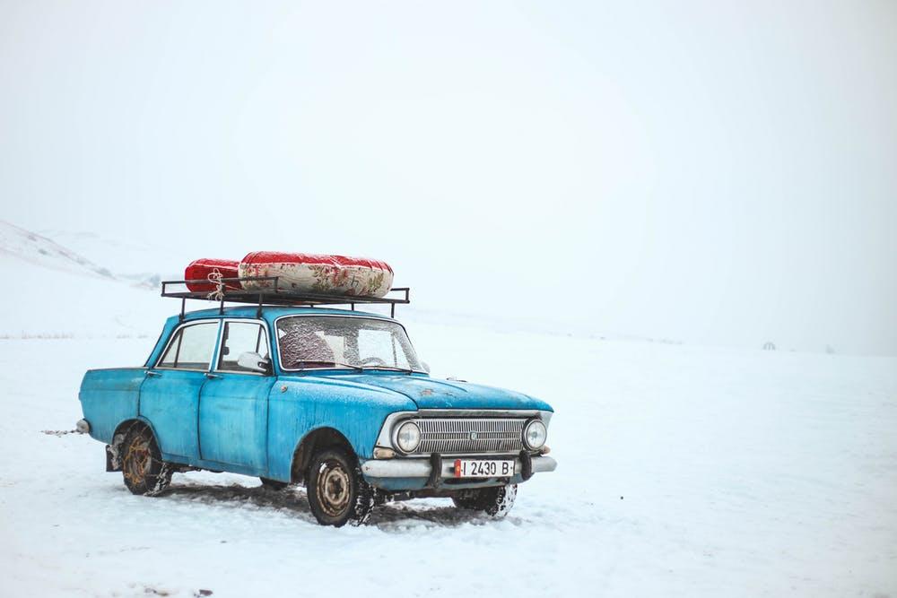 auto z oponami wielosezonowymi